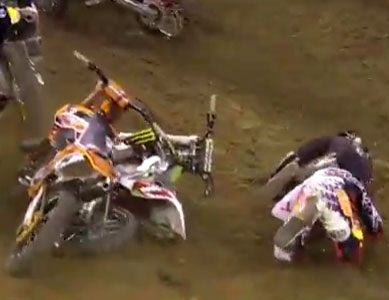Video: Villopoto & Roczens First Turn Crash