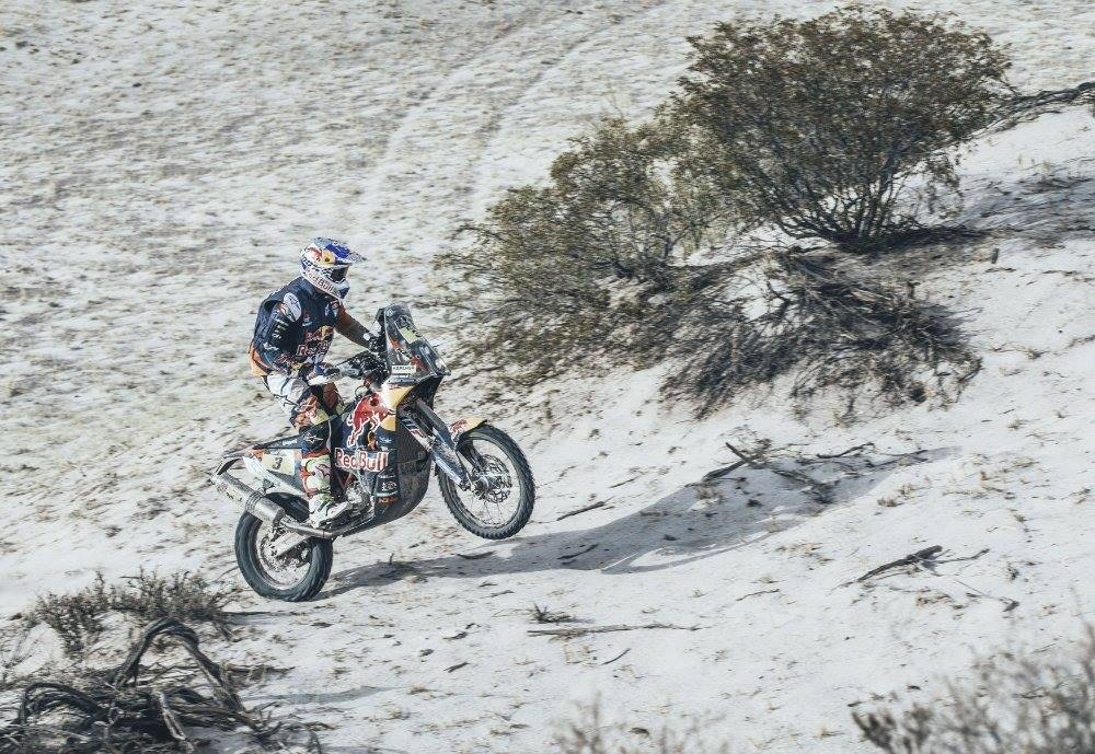 Price Podiums to Hold Dakar Lead