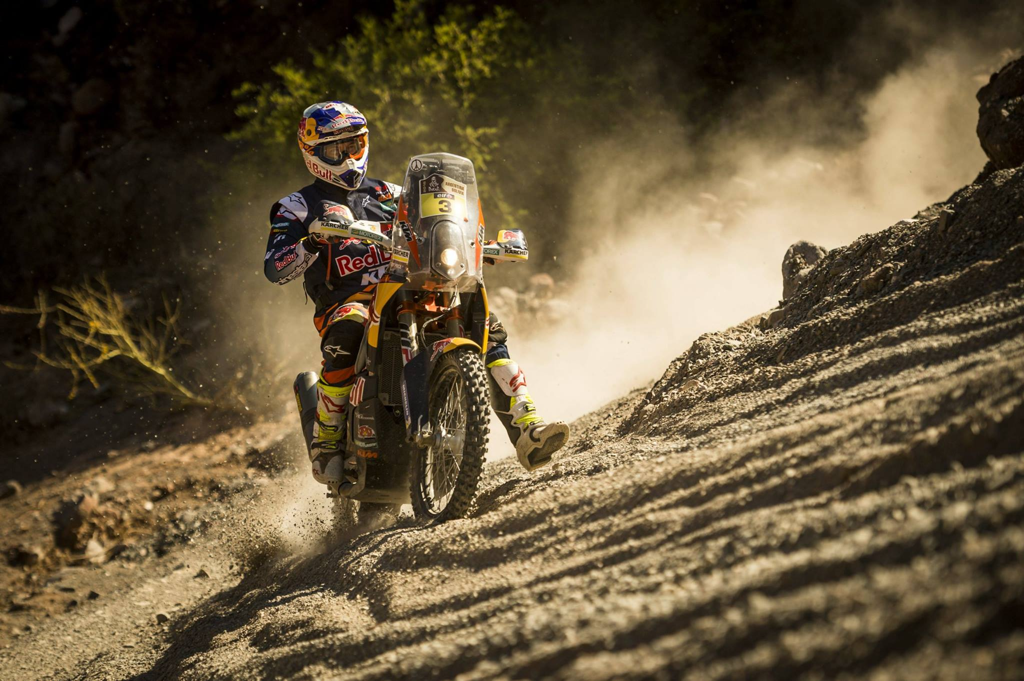 Price Gains Dakar Lead