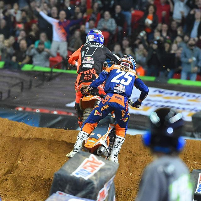 Dungey making the pass on Musquin pic - Cudby