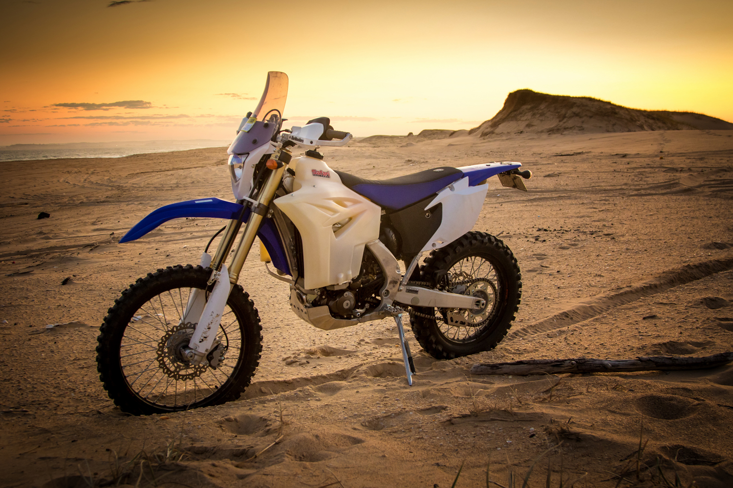 yamaha wr450f adventure dirt action. Black Bedroom Furniture Sets. Home Design Ideas