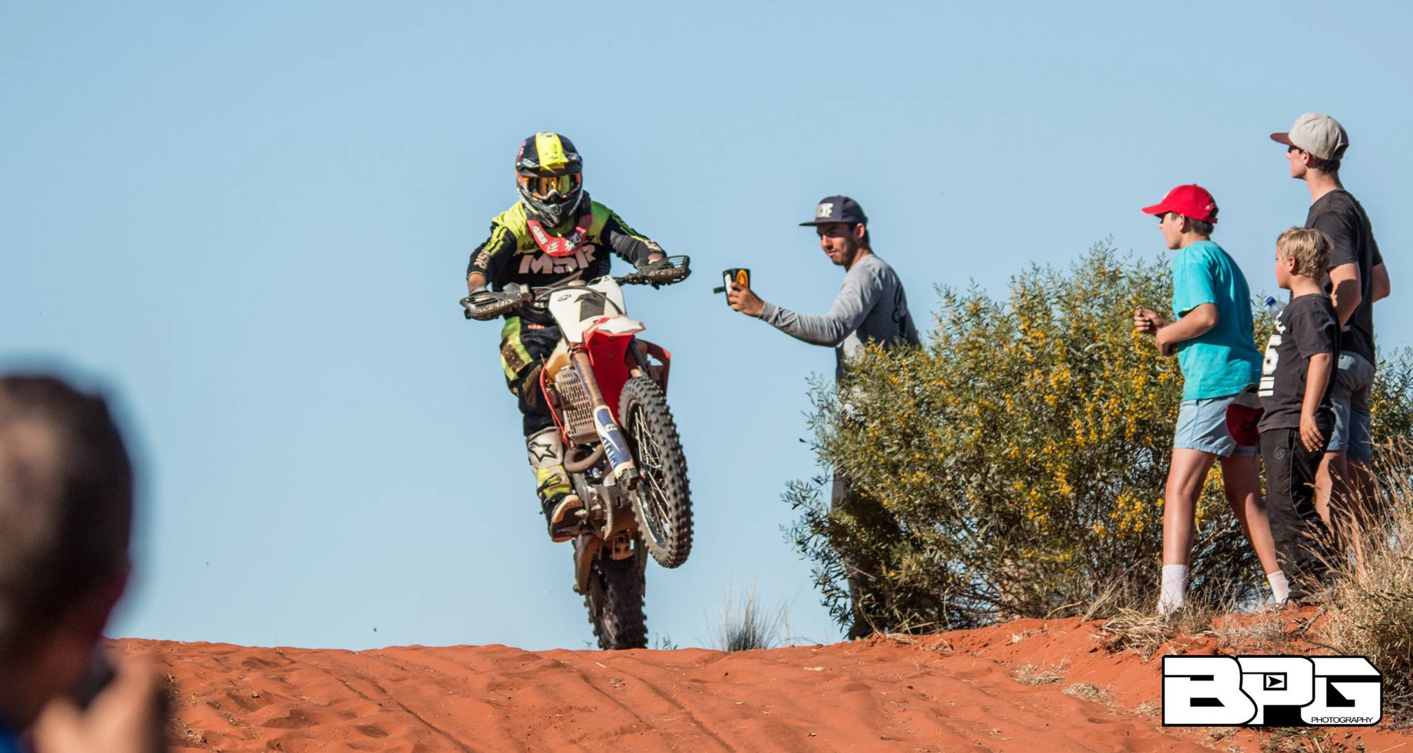 Desert Edge Race Team or DERT [the local Honda outfit] have been victorious in this event for the past five years so holding onto this title was paramount for seasoned campaigners and DERT rider Daymon Stokie.