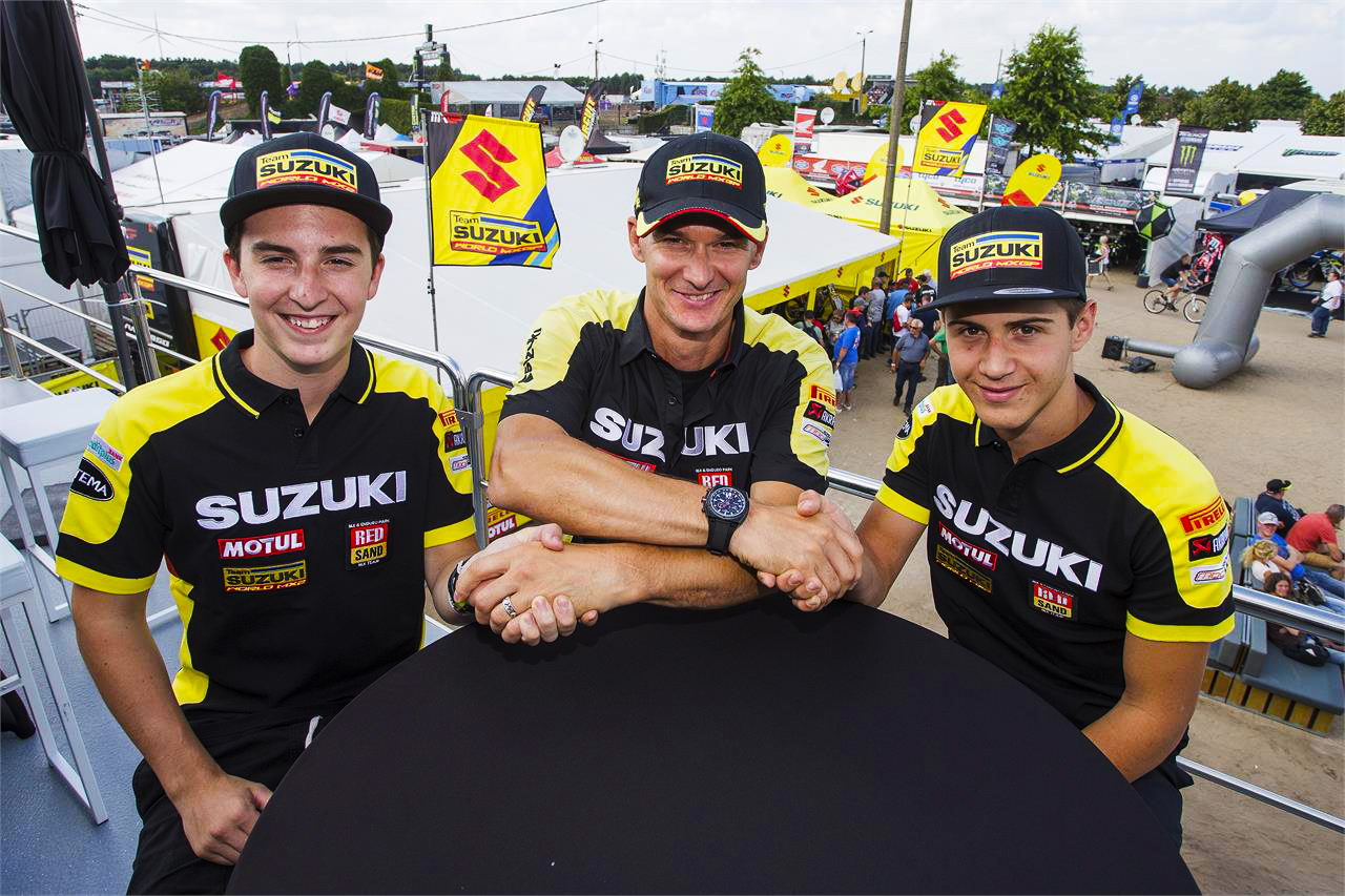 Team boss Stefan Everts congratulates the two new chargers