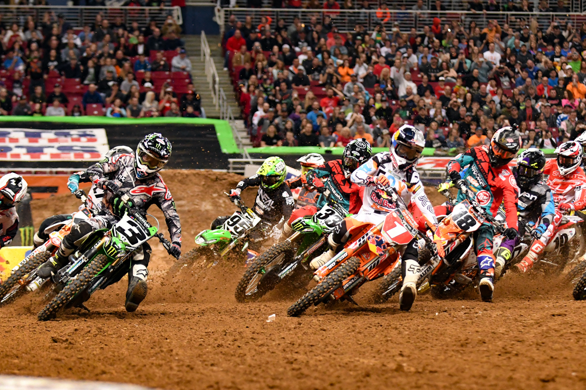 Ryan Dungey - Red Bull KTM and Eli Tomac - Monster Energy Kawasaki both had a good start in the 450SX Main Event at the St Louis Monster Energy Supercross.