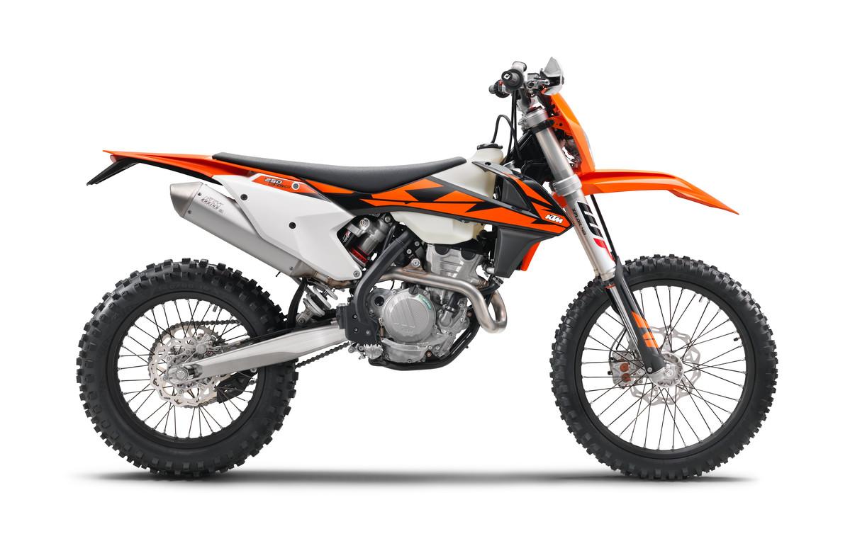 176108_KTM 250 EXC-F EU 90 degree right MY 2018 studio