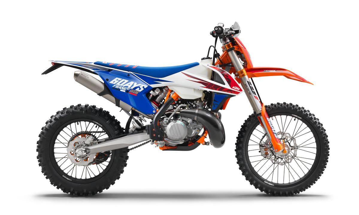 178195_KTM 250 EXC-TPI Sixdays 90 degree MY 2018 studio