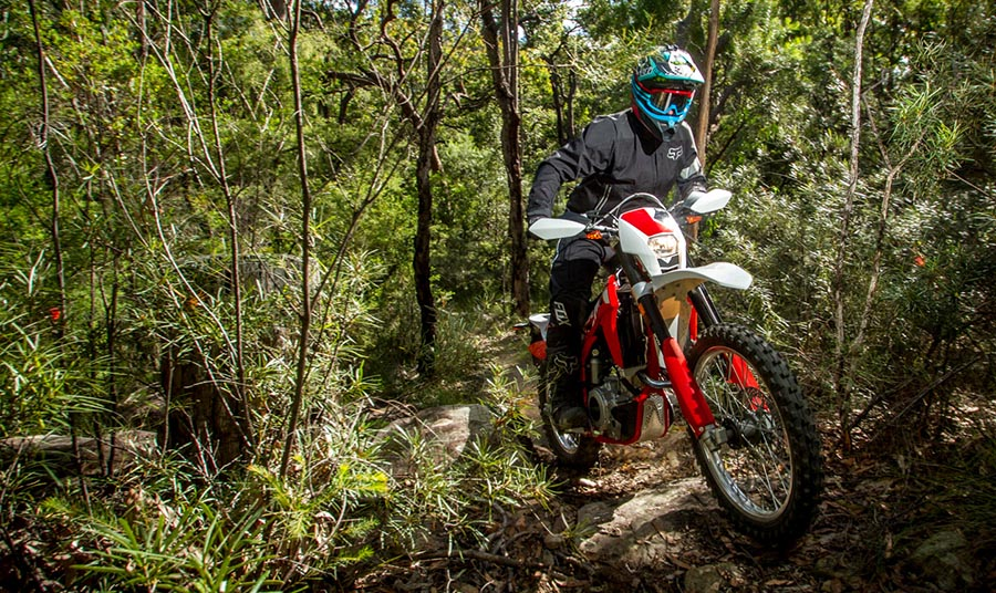 VIDEO: DIRT ACTION TESTS THE SWM RS 500R