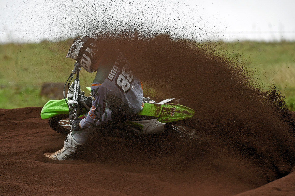 BOOTHY SHIFTS DIRT ON THE KAWI KX250F