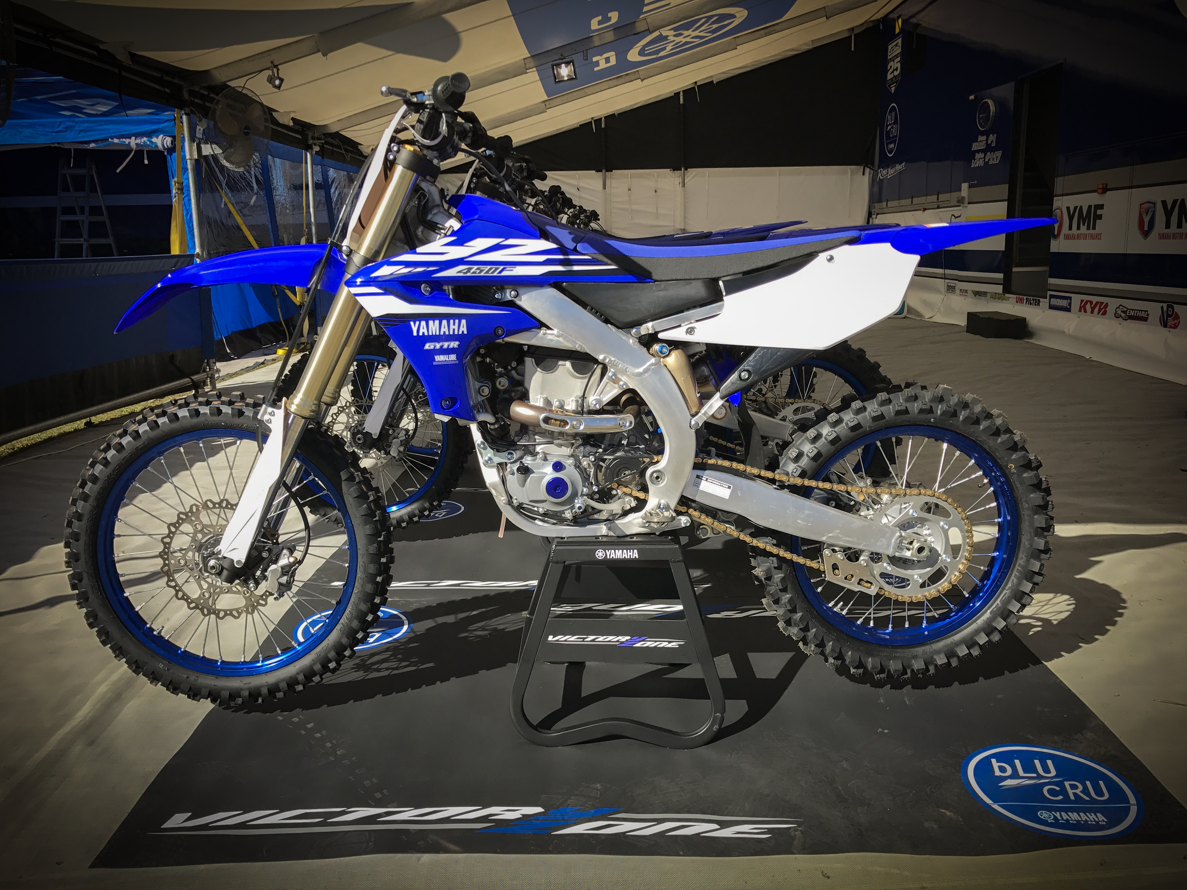 Photo gallery 2018 yamaha yz450f launch dirt action for Yamaha yz 450f