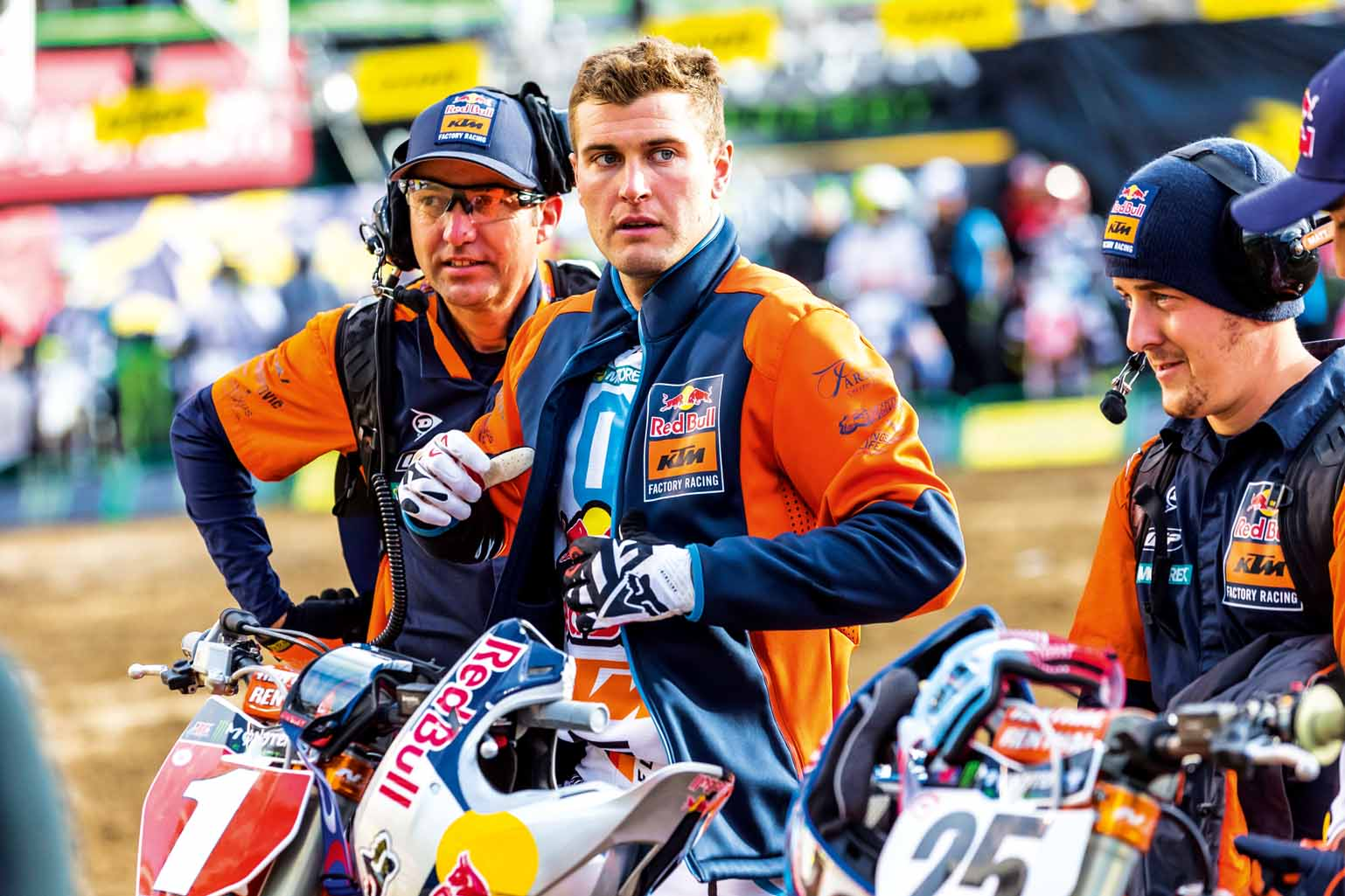 Ryan Dungey prepares to compete at Round Five of the 2017 AMA Supercross Series at the O.Co Coliseum in Oakland, California, USA on 4 February 2017. // Garth Milan/Red Bull Content Pool // P-20170206-02472 // Usage for editorial use only // Please go to www.redbullcontentpool.com for further information. //