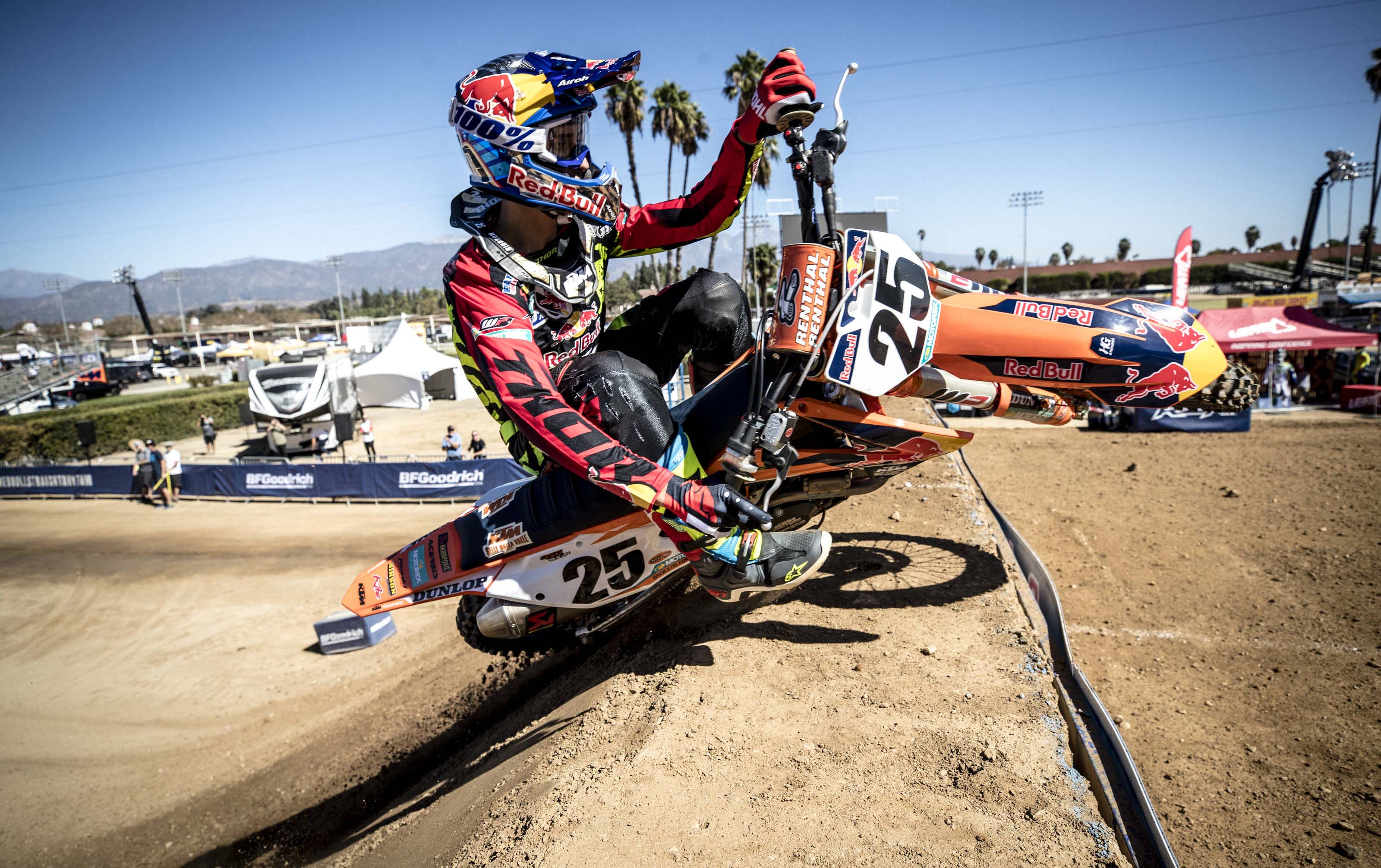 Marvin Musquin races during Red Bull Straight Rhythm in Pomona, CA, USA on October 21, 2017. // Christian Pondella/Red Bull Content Pool // P-20171022-00756 // Usage for editorial use only // Please go to www.redbullcontentpool.com for further information. //